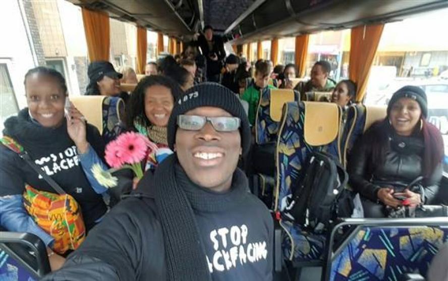 Nadat Mitchell Esajas deze selfie deelde op Facebook volgde er een lawine aan racistische en bedreigende reacties