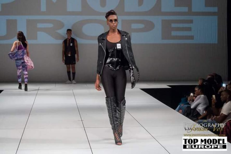 Model Victoria - Mabelle